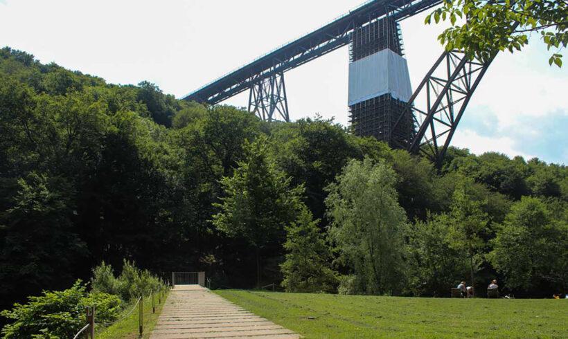 Blick auf die Müngstener Brücke Solingen
